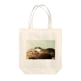 カワウソ Tote bags