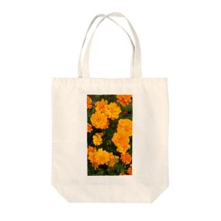 イエローオレンジ Tote bags