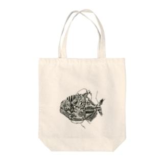ピラニア Tote bags