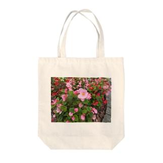 そろって咲いて・・・ Tote bags