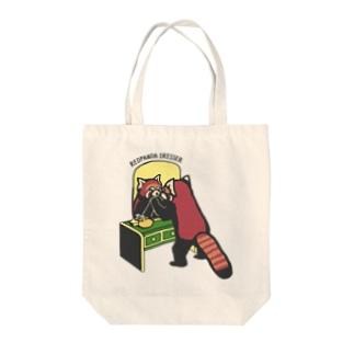 レッサーパンダのドレッサー Tote bags