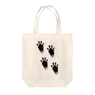 走り抜ける犬 Tote bags