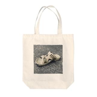 サンダルの上にとんぼ Tote bags