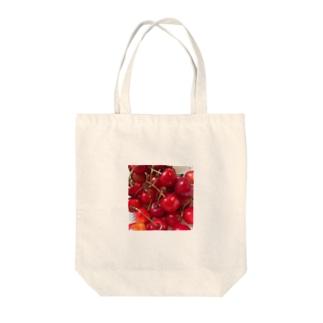 果実酒のさくらんぼ Tote bags