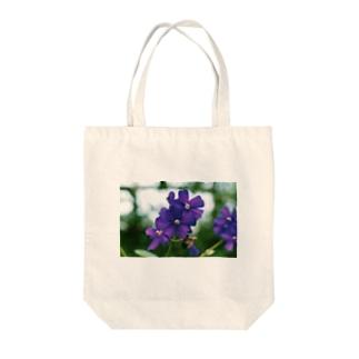 ヴァイオレットが咲いている Tote bags