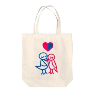 とりのカップル Tote bags
