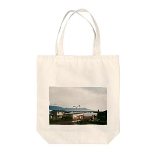 海の見える町 Tote bags