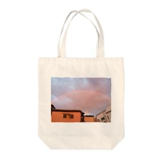 虹 Tote bags