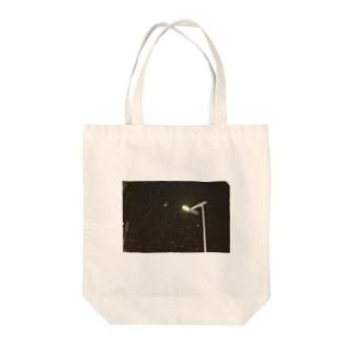 ゆきふるよる Tote bags