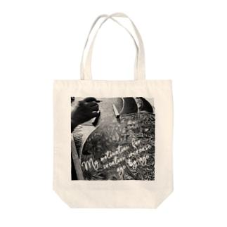 歳を重ねるごとに、創作意欲は増すばかりだ。生成り Tote bags