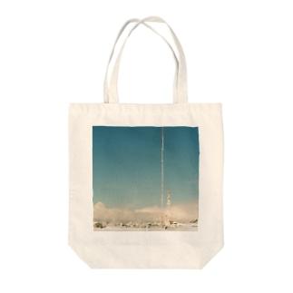 青空と雪 Tote bags