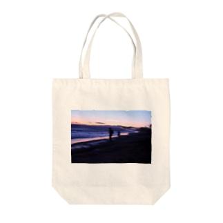海とオレンジ Tote bags