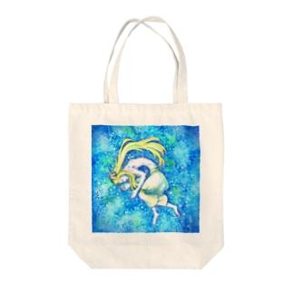 青い眠り Tote bags