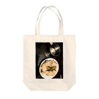 肉とカップ Tote bags
