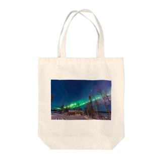 オーロラ Tote bags