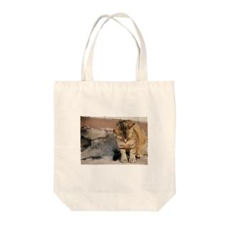 猫ちゃんの休日 Tote bags
