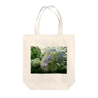 紫、雨うらうら Tote bags