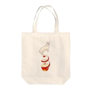 りんご大好きうさぎ Tote bags