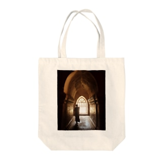 ミャンマーの僧侶 Tote bags