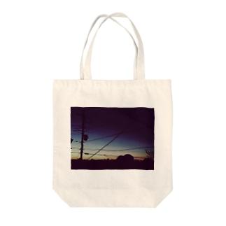 夕方 Tote bags