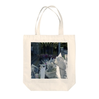 Morning in Tokyo Tote bags