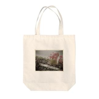 彼岸へと招く手シリーズ Tote bags