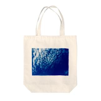 都会の秋空 Tote bags