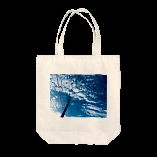 Una Villa Shopの都会の青い空の電柱 Tote bags