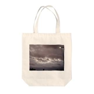 台風 静けさ Tote bags