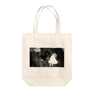 サスペンス Tote bags