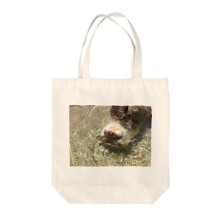 ぷかぷかカワウソちゃん Tote bags