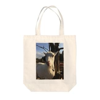 舌なめずりヤギ Tote bags