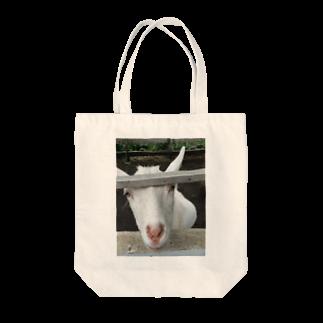 ねっころのじっと見るヤギ Tote bags