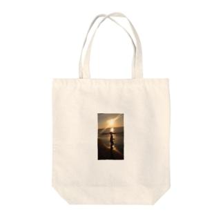 夕陽と少女 Tote bags