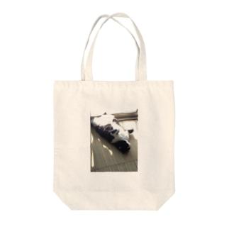 猫の日向ぼっこ Tote bags