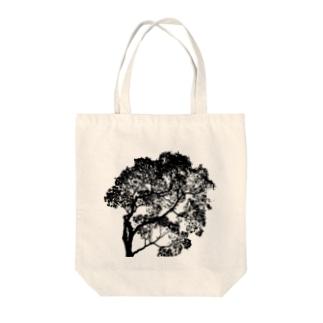 tree/black Tote bags