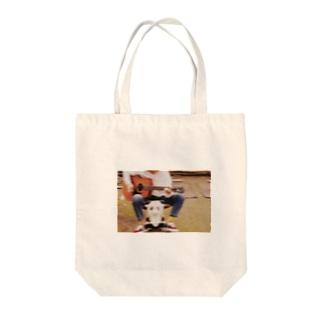 青春 Tote bags