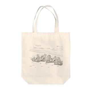 浜辺のうさぎたち Tote bags