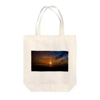 ベトナム リゾート地での夕焼け Tote bags