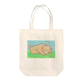 小犬 ふせ Tote bags