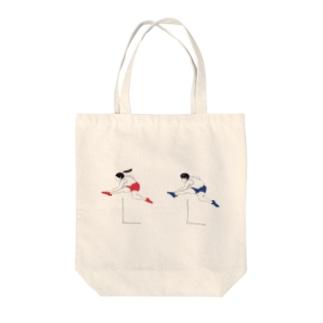 ハードル走男女 Tote bags