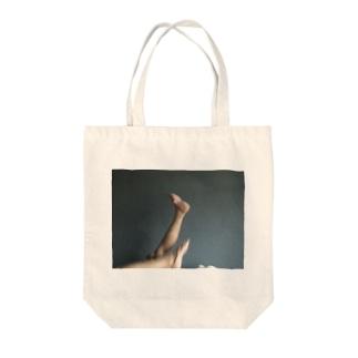 寝室バレエ Tote bags