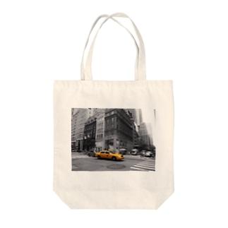 タクシー Tote bags