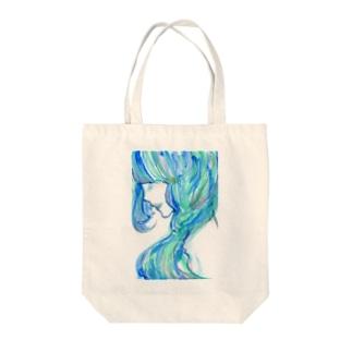 青の女性 Tote bags