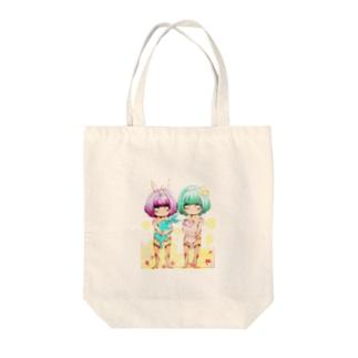 ツインズ Tote bags
