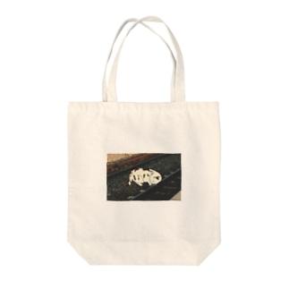 人生を振り返る猫(レールあり) Tote bags