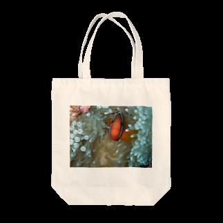 ヒロ|OCEANSのクマノミ Tote bags