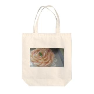 桃のケーキ Tote bags