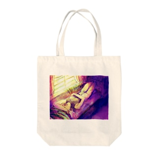 Lazy lady sunset Tote bags