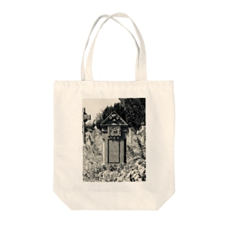 廃墟墓地 Tote bags